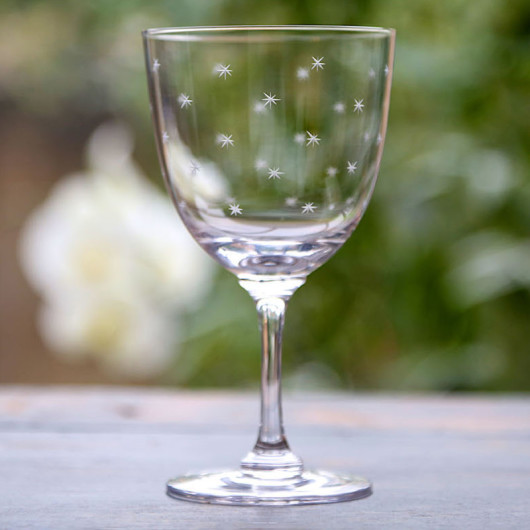 rsz_1wine_glass_stars_lifestyle 800